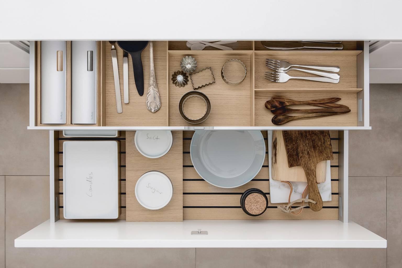 ... versatile combination of siematic kitchen accessories in light oak wood XBVGLUS