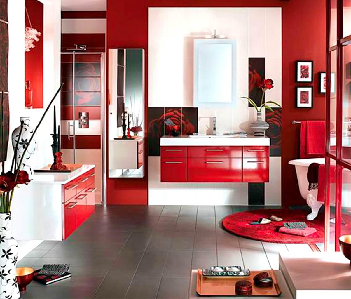 Wealthy red bathroom