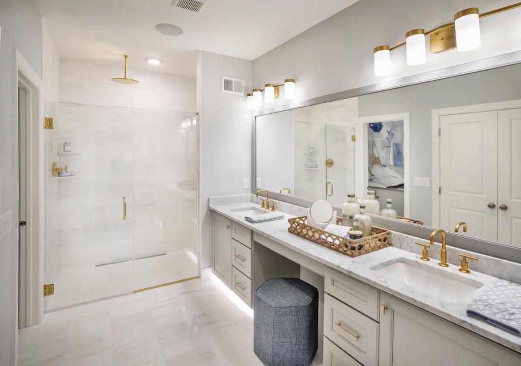 Seductive bathroom tray