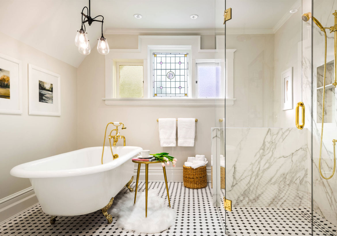 Gorgeous bathroom in white and gold