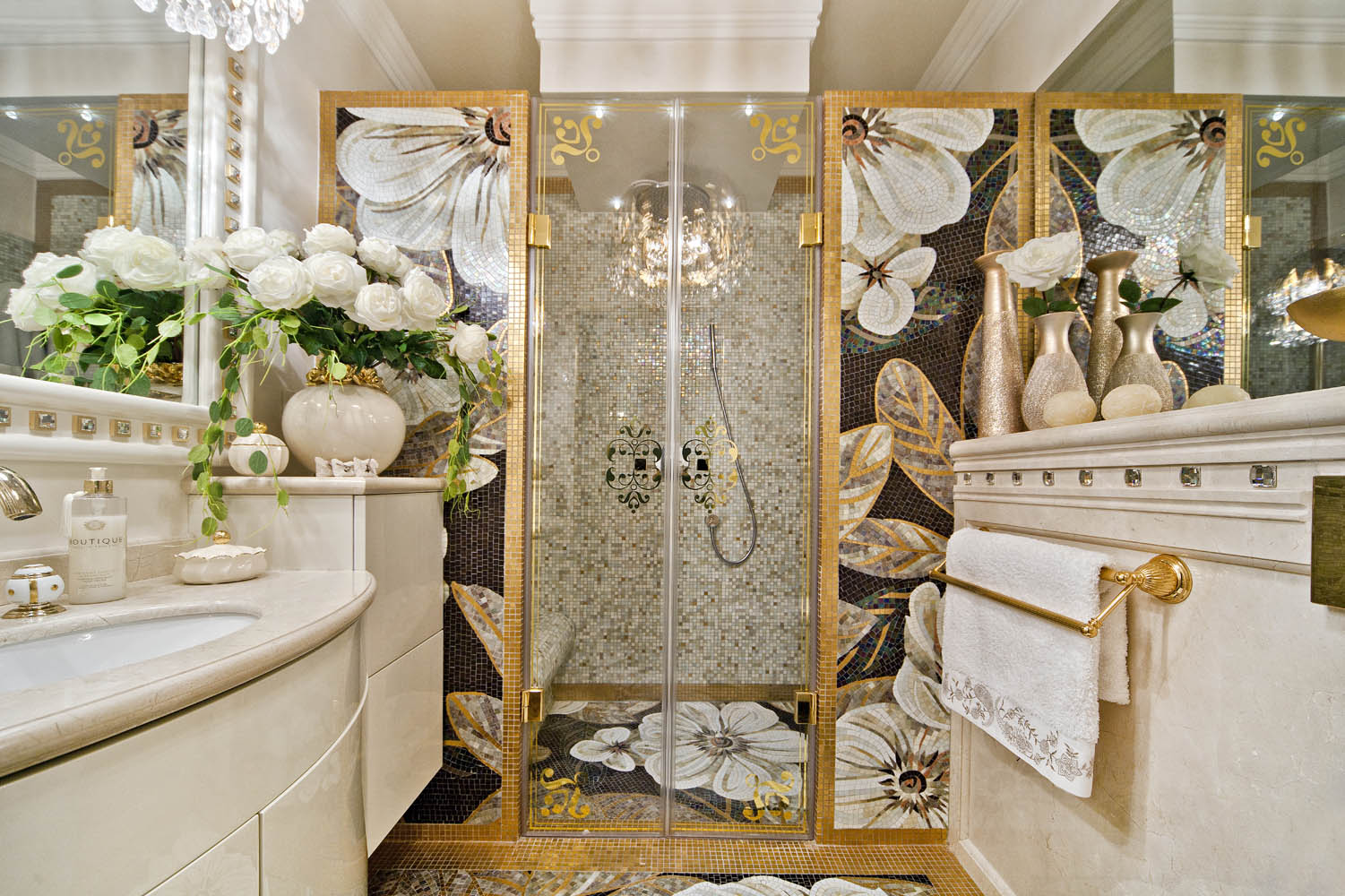 Elegant bathrooms in white and gold