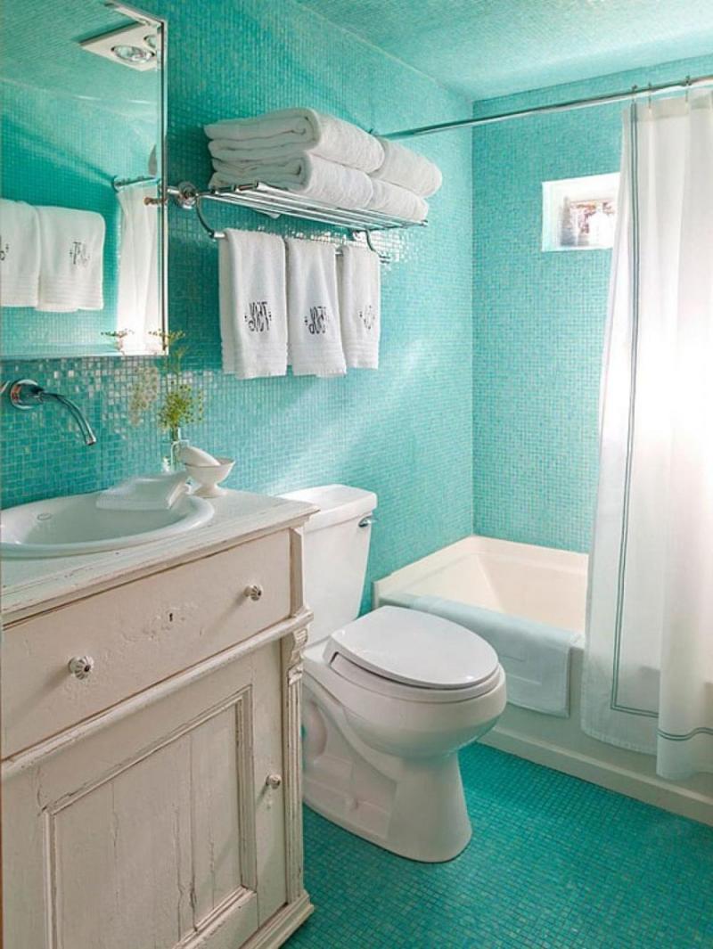 Dynamic turquoise bathroom