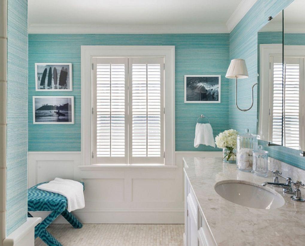 Elegant turquoise bathroom