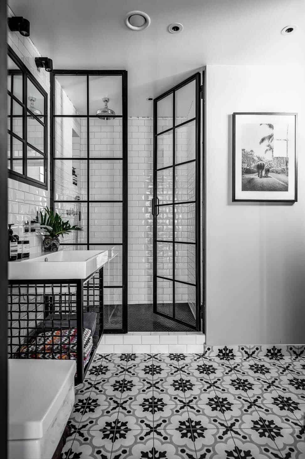 Fashionable black bathroom