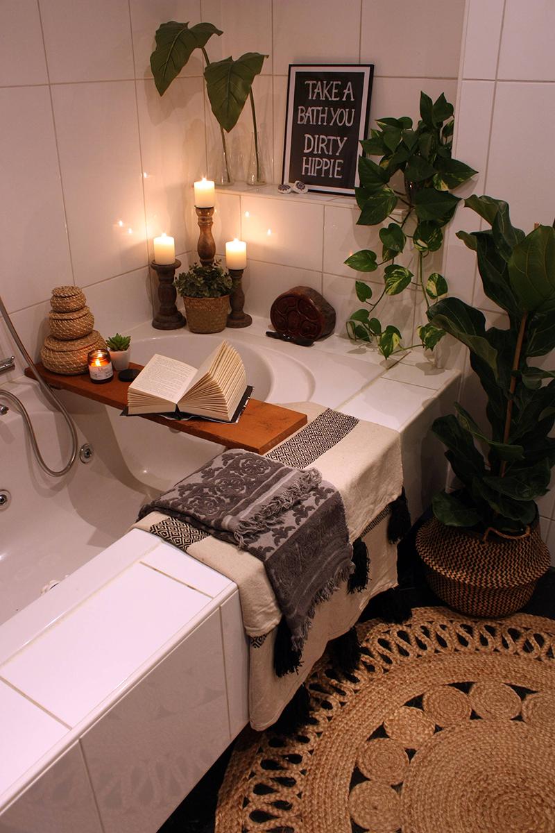 Pleasant boho bathroom