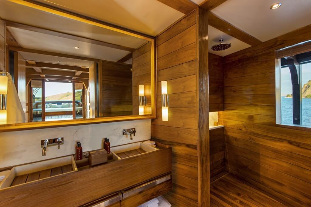 Minimalist cabin bathroom