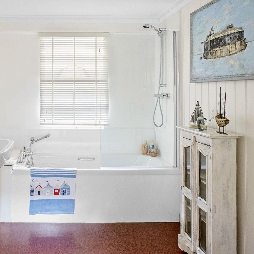 Nice nautical bathroom