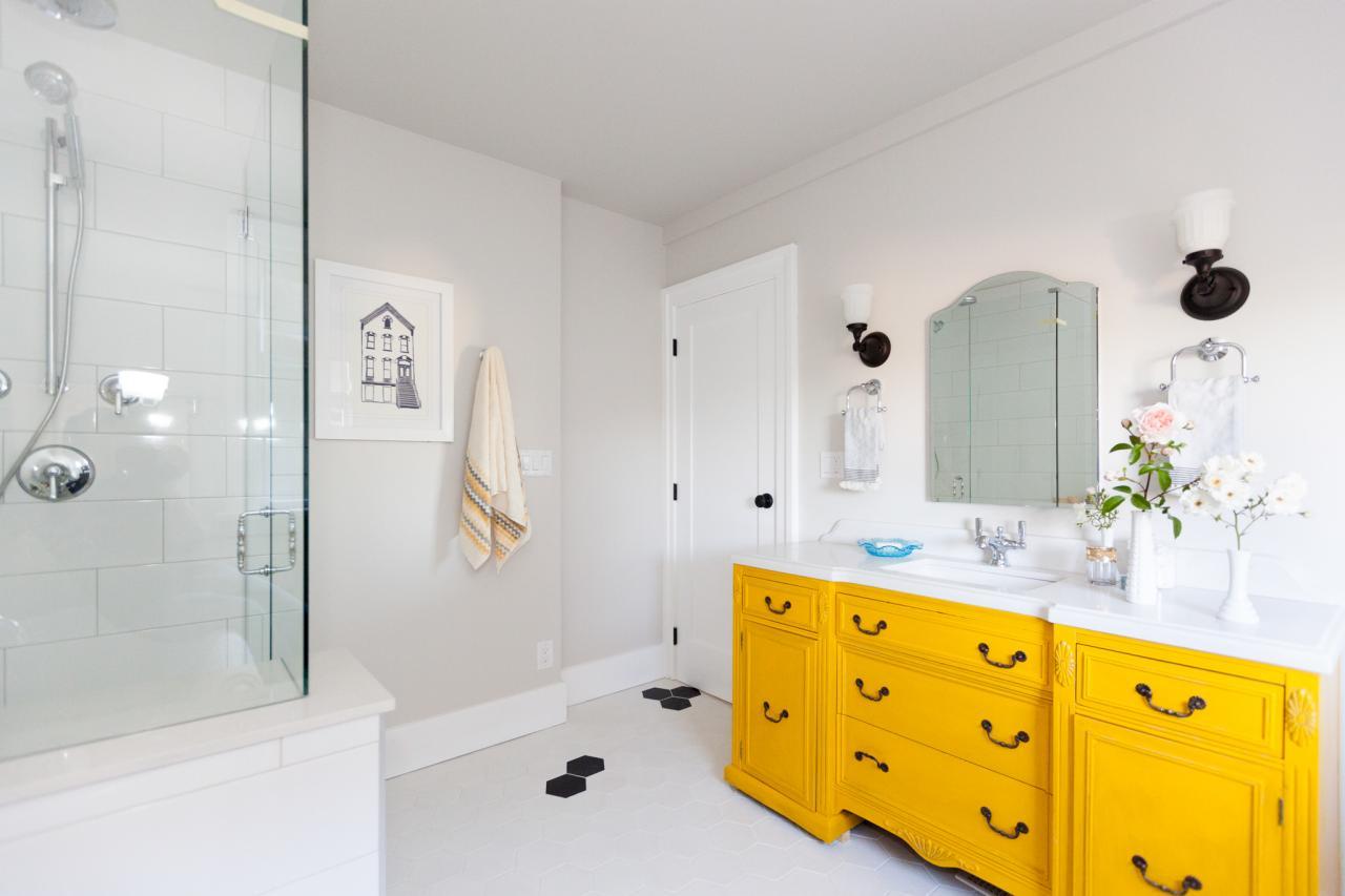 Nice yellow bathroom