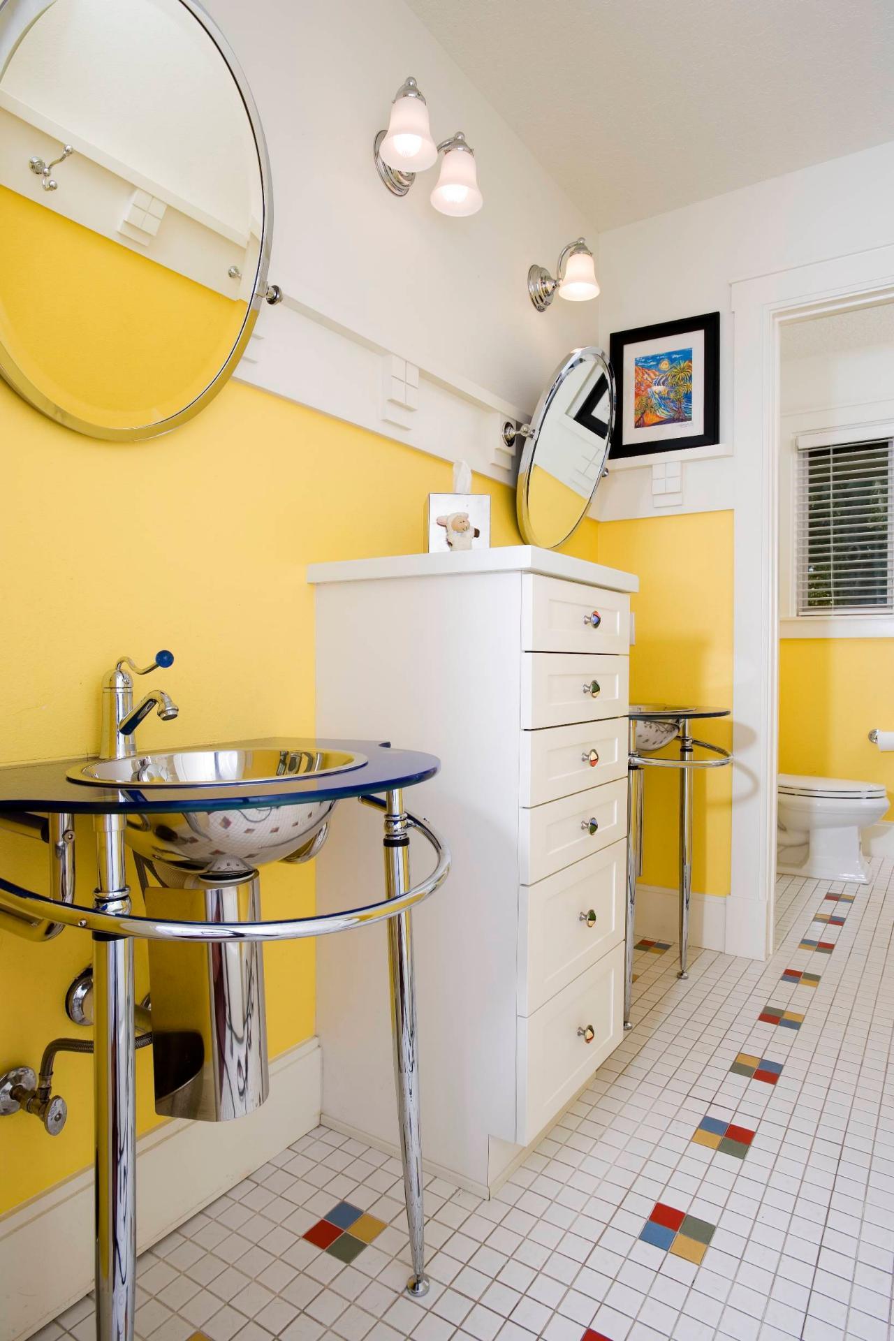 Fascinating yellow bathroom