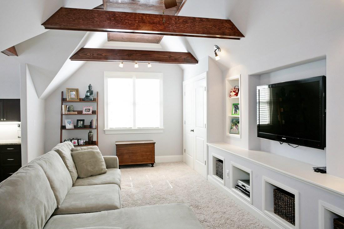 Relaxed bonus room