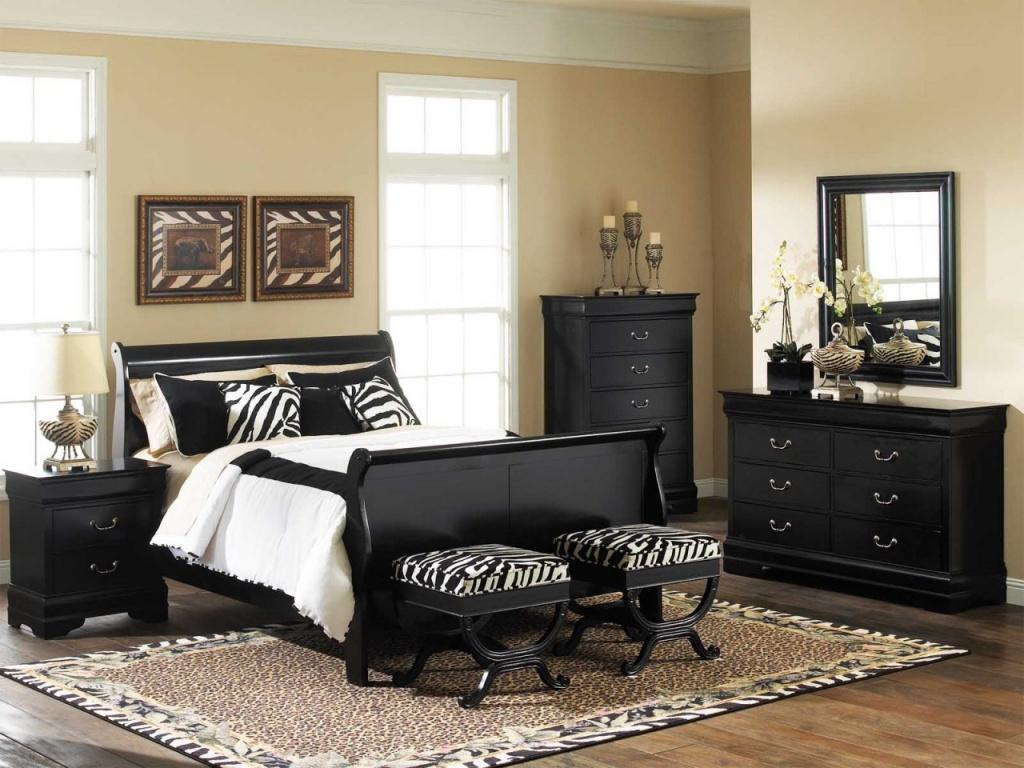 Catchy beige bedroom