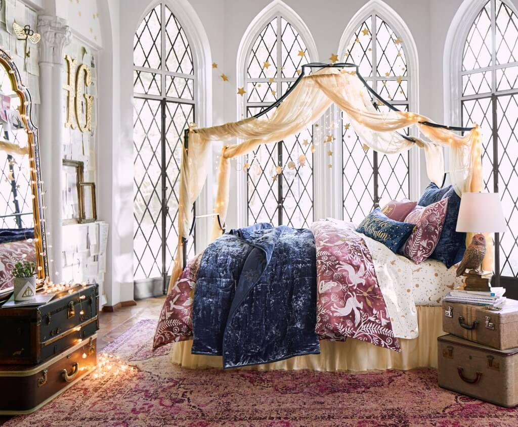 Sparkling bedroom mirror