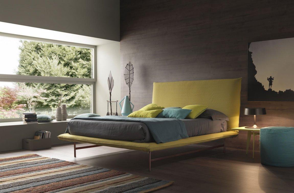 Colorful zen bedroom