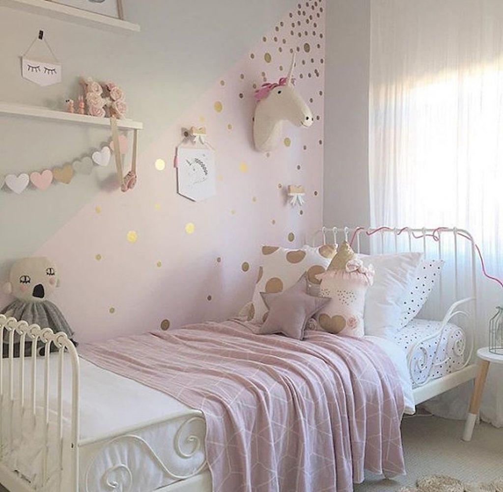 Quiet unicorn bedroom