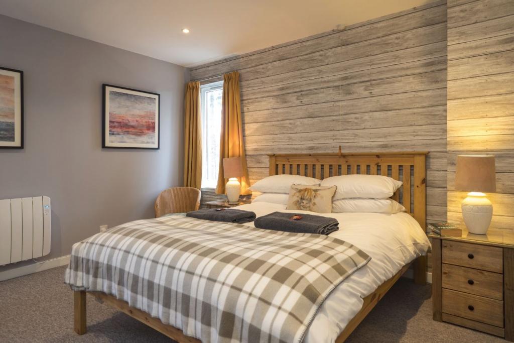 Quiet cottage bedroom