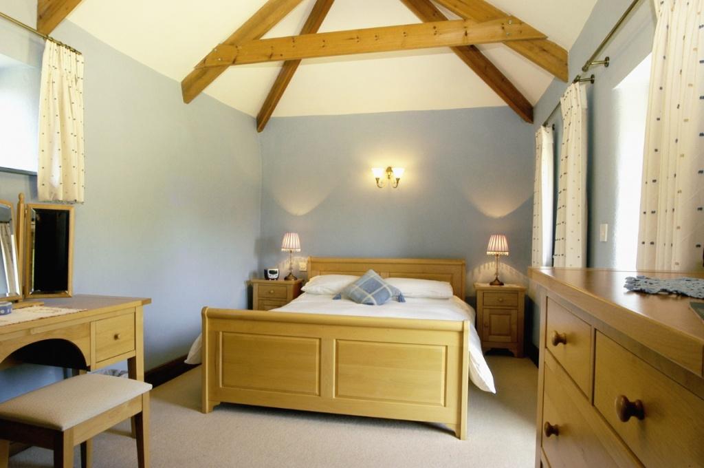 Wonderful cottage bedroom