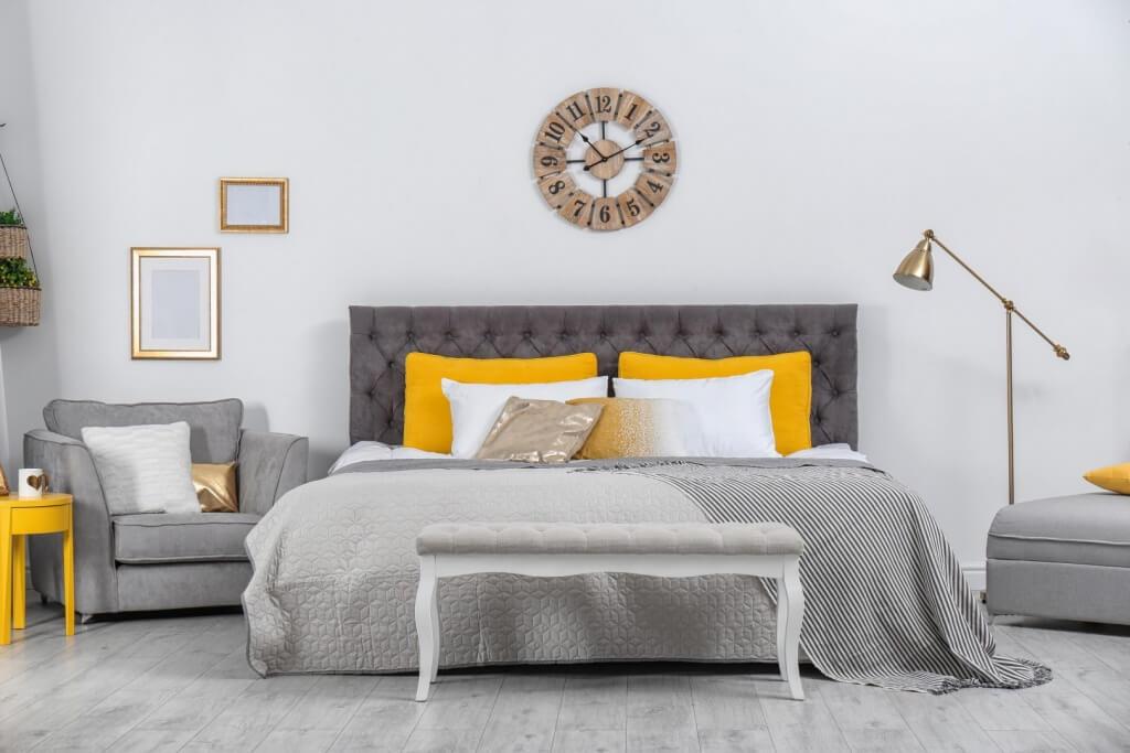 Quiet bachelor bedroom