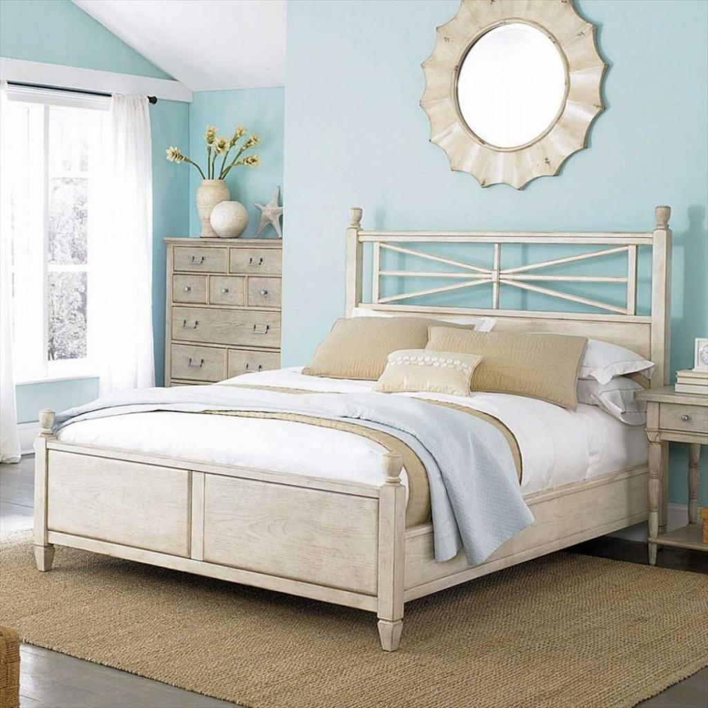 Pleasant beach bedroom