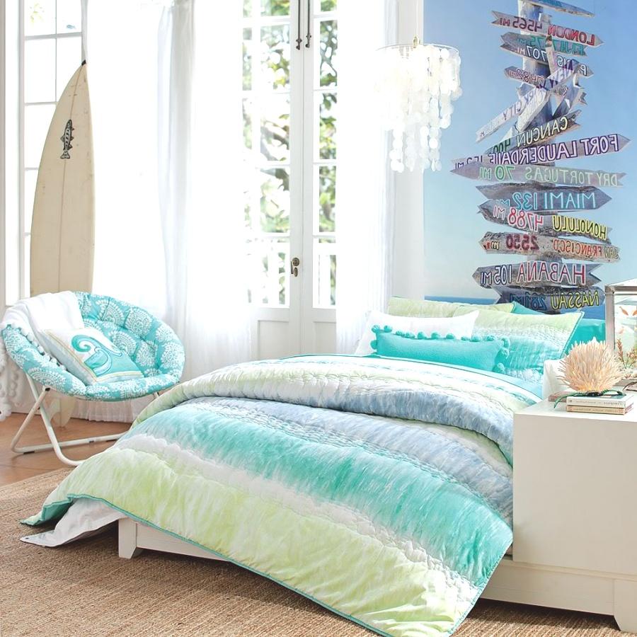 Surf-inspired beach bedroom