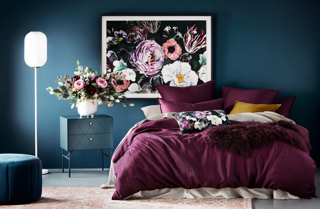 Flowery dark bedroom