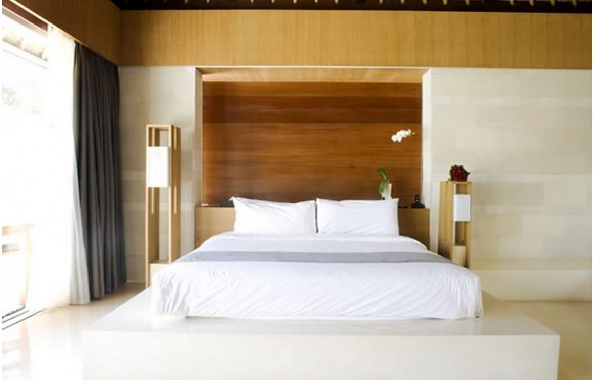 Spacious zen bedroom