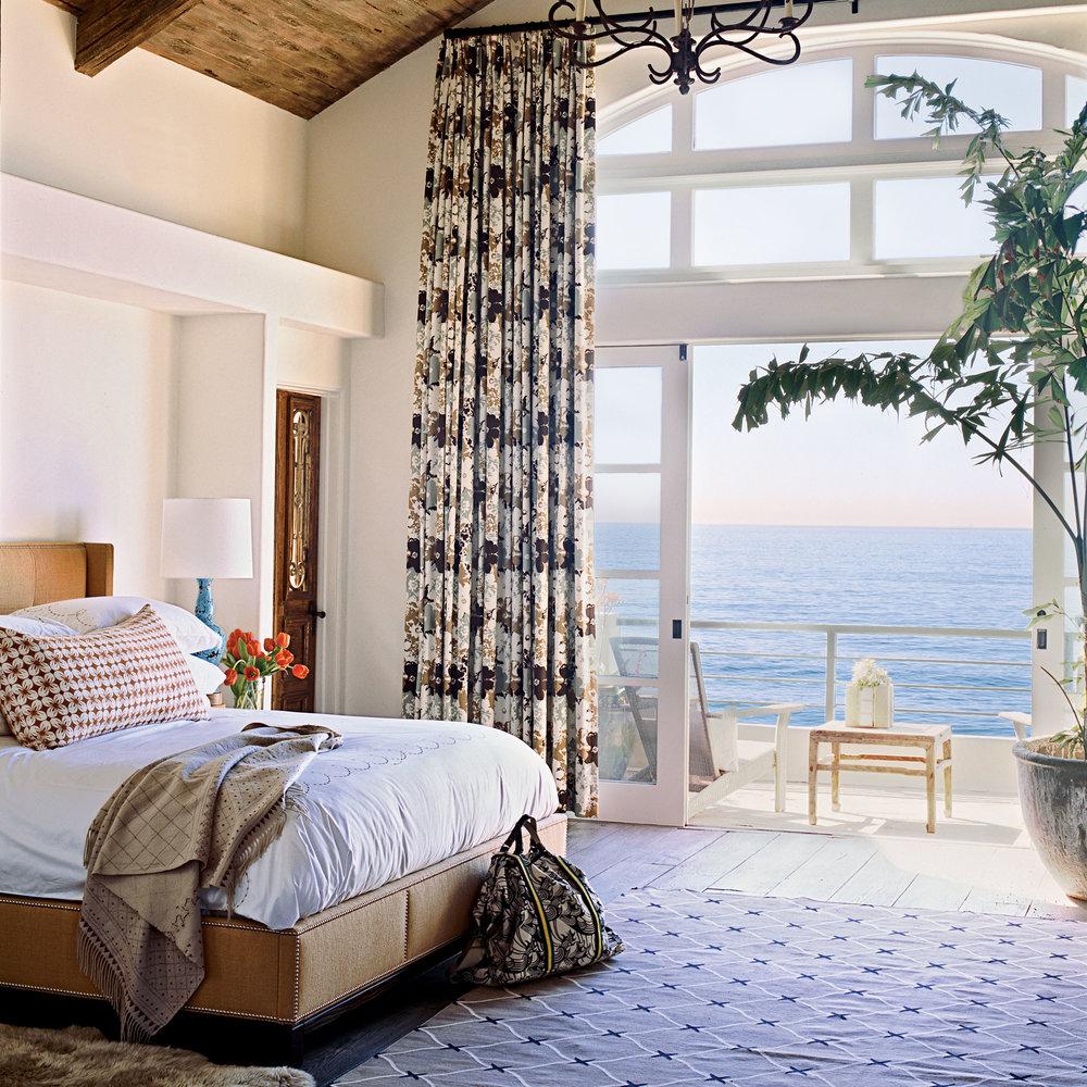 Amazing oceanfront bedroom