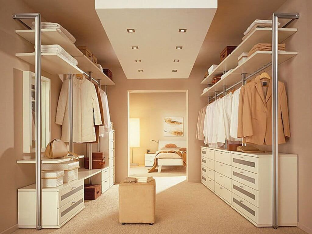 Relaxed bedroom closet