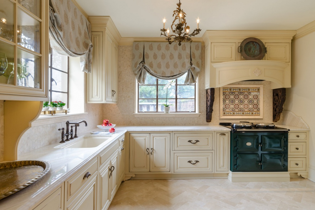 Cozy French country kitchen