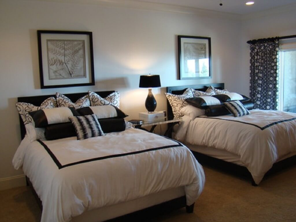 Double room, simple guest room