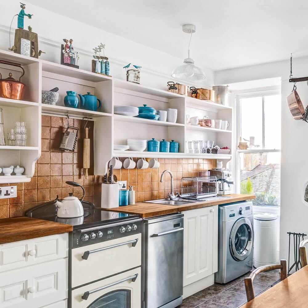Complete kitchen shelves