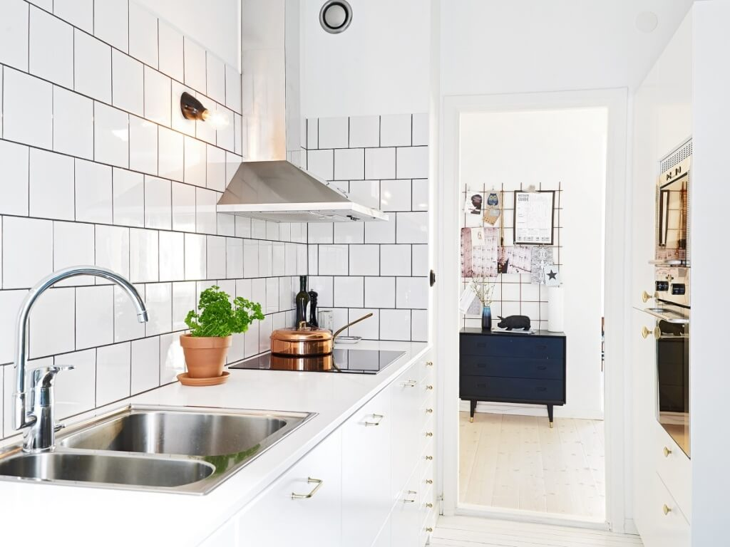 Subway, mirrored kitchen back wall