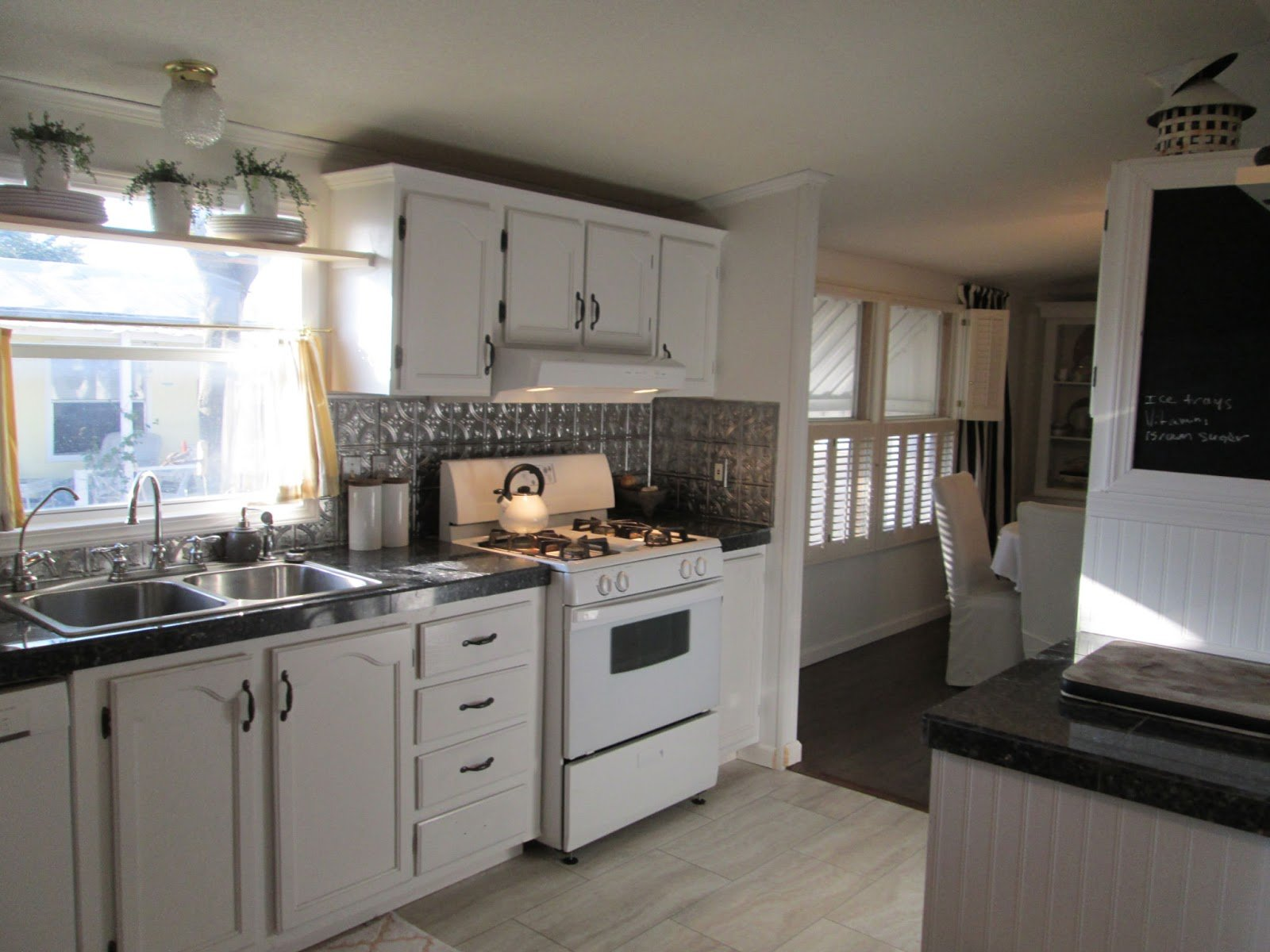 Casual mobile home kitchen