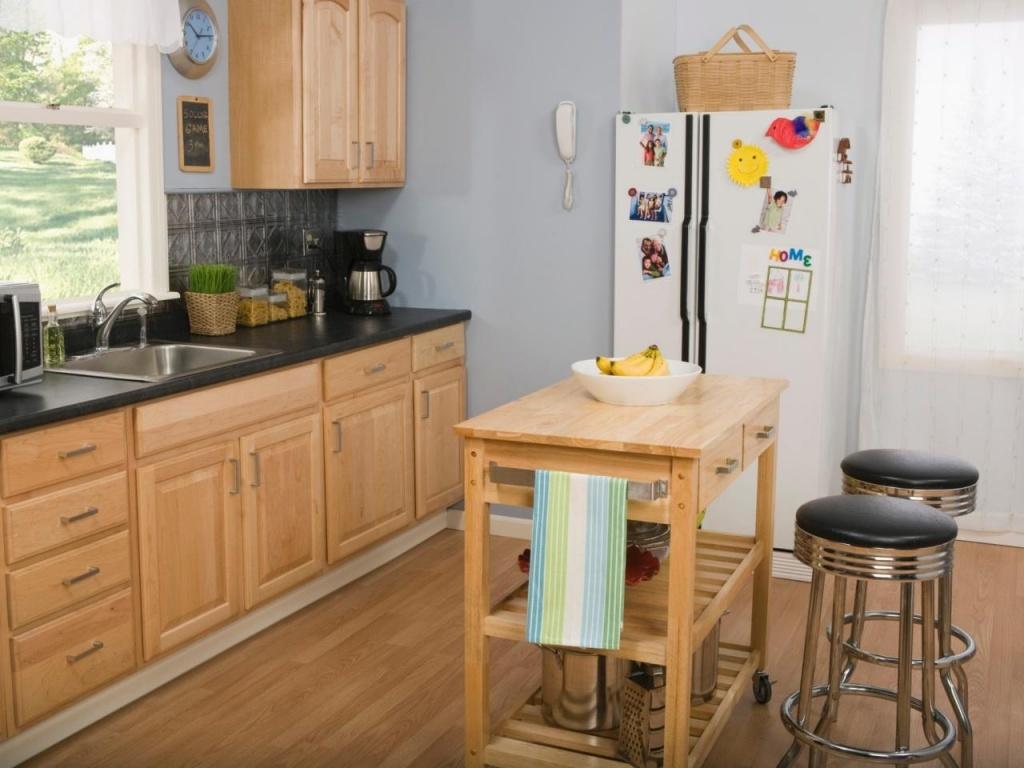Simple, inexpensive kitchen island idea