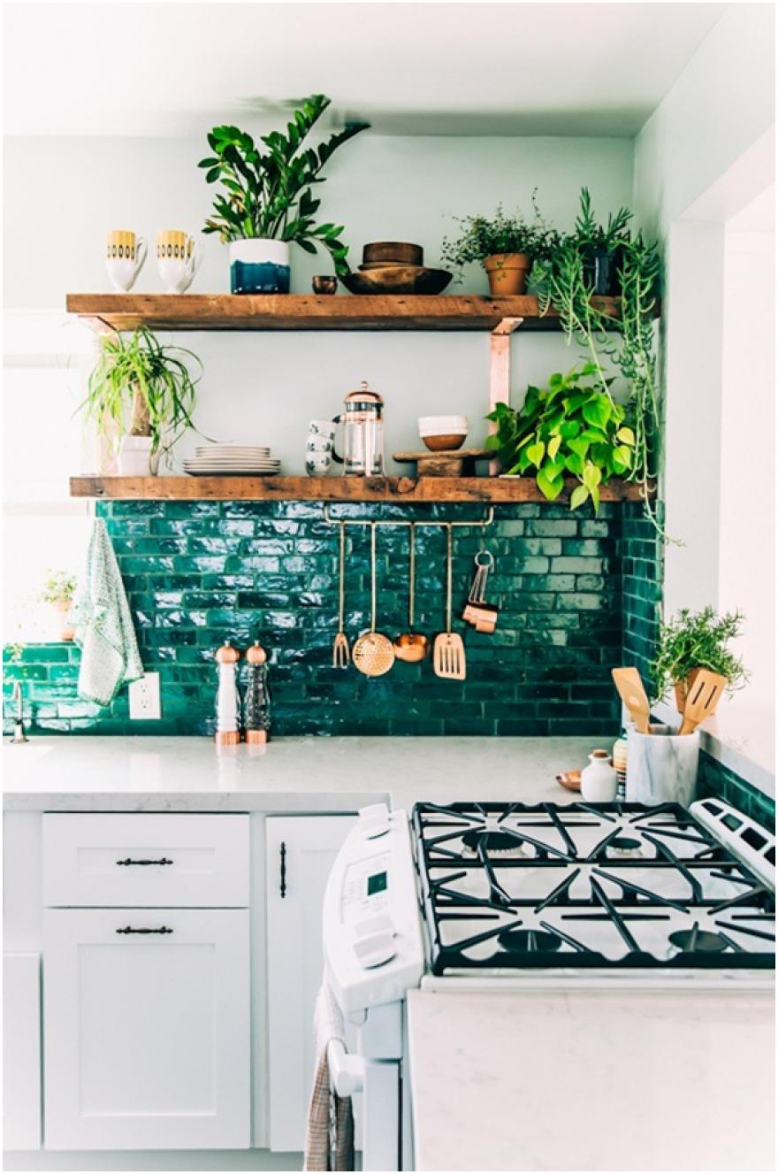 Fresh, brick kitchen back wall