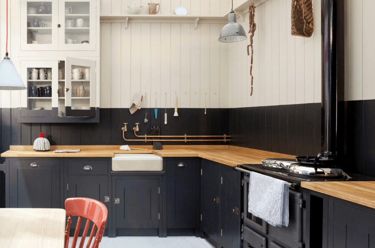 Traditional kitchen cabinet lighting