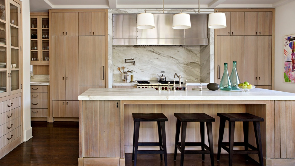Casual kitchen track lighting