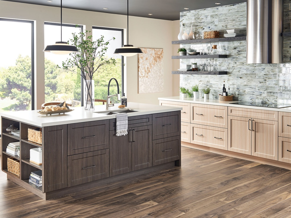 Relaxed heart of the kitchen island