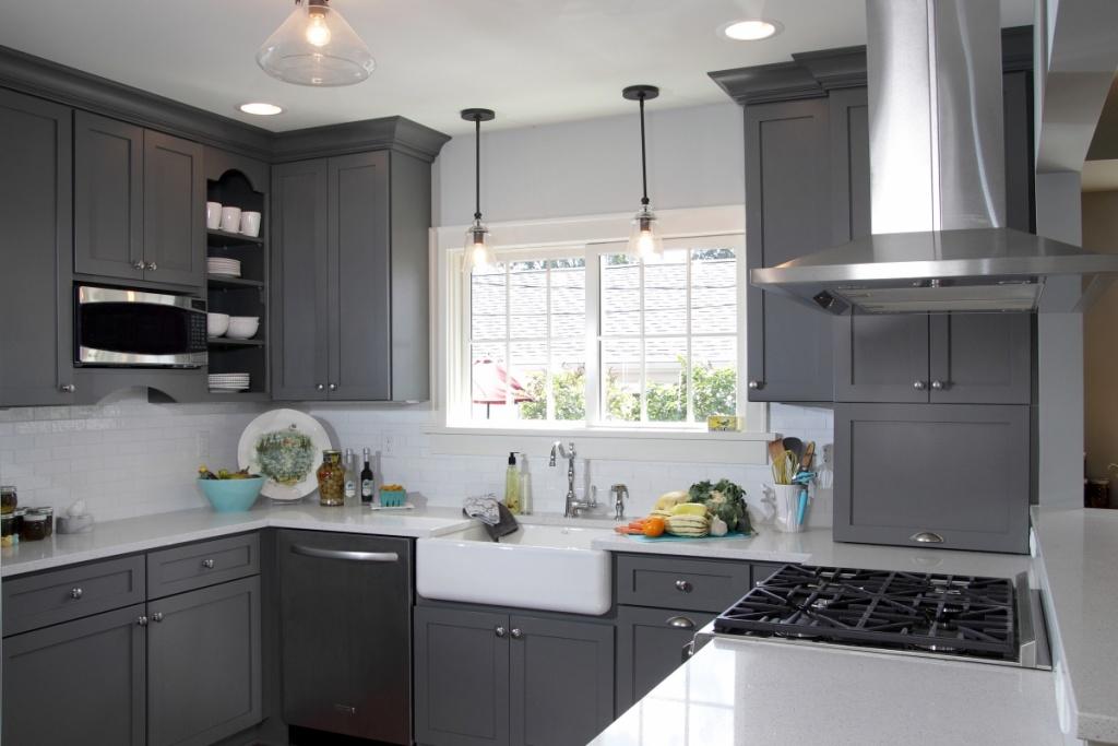 Calm gray kitchen