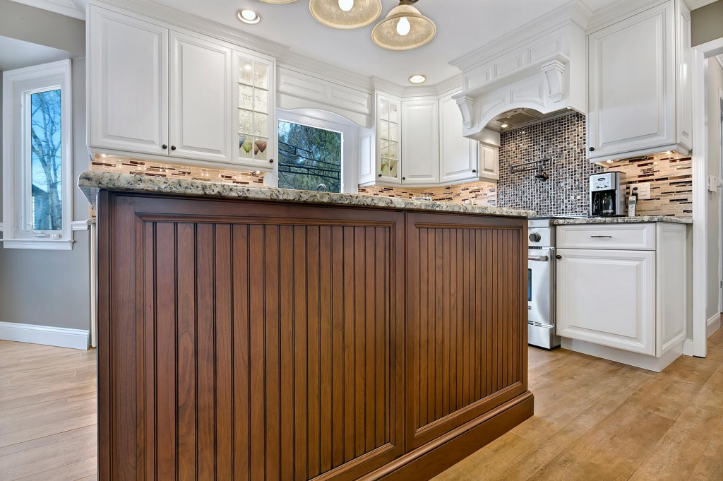 Radiant country kitchen lighting