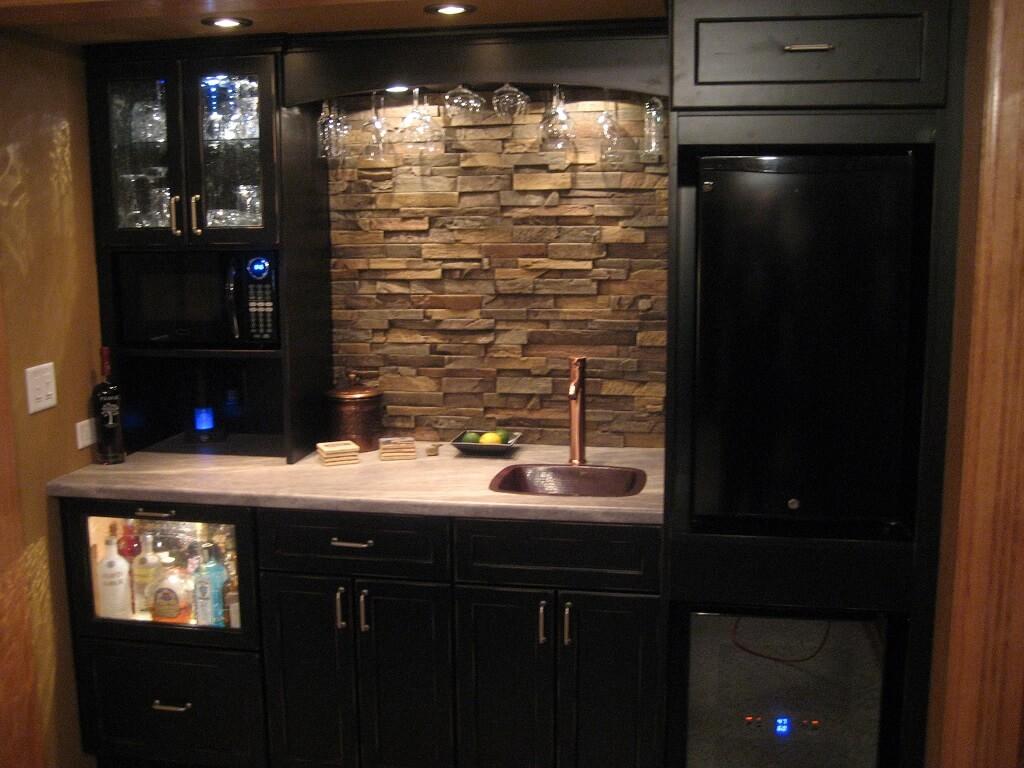 Relaxed dark kitchen cabinet