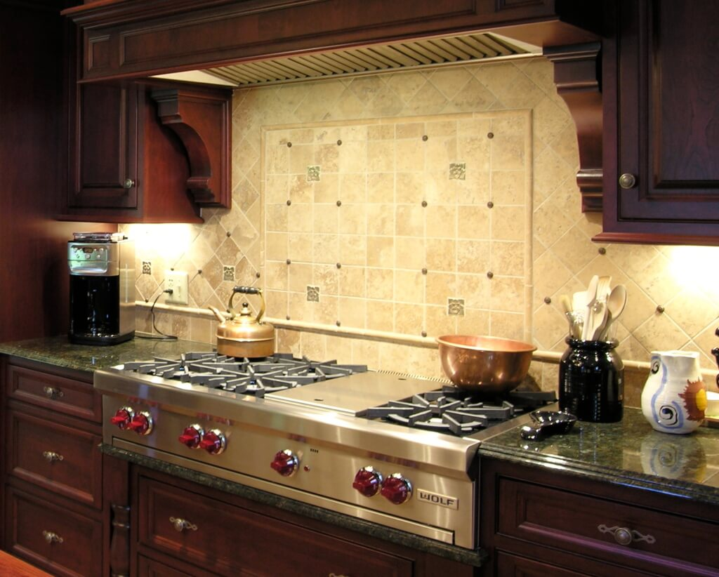 Special kitchen cabinet lighting