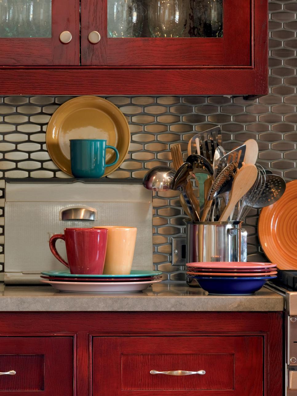 Creative kitchen splashback made of stainless steel