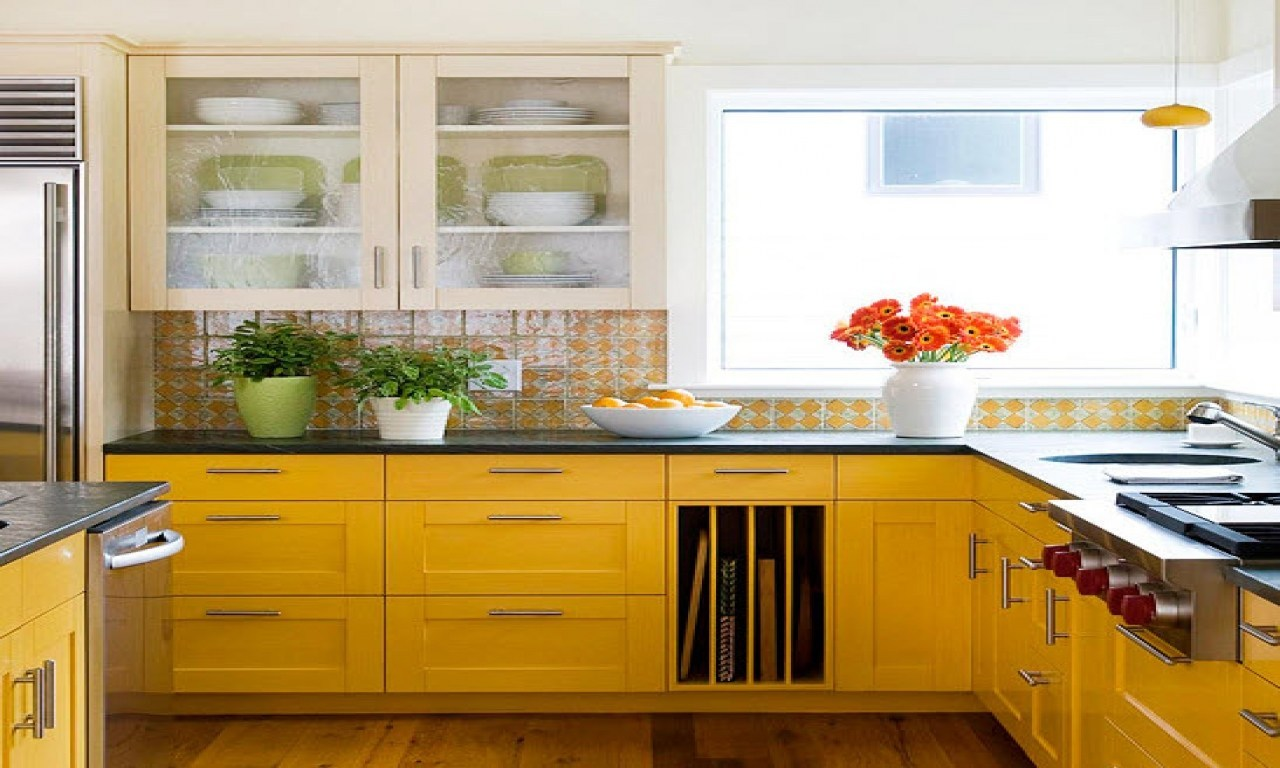 Fresh, yellow kitchen splashback