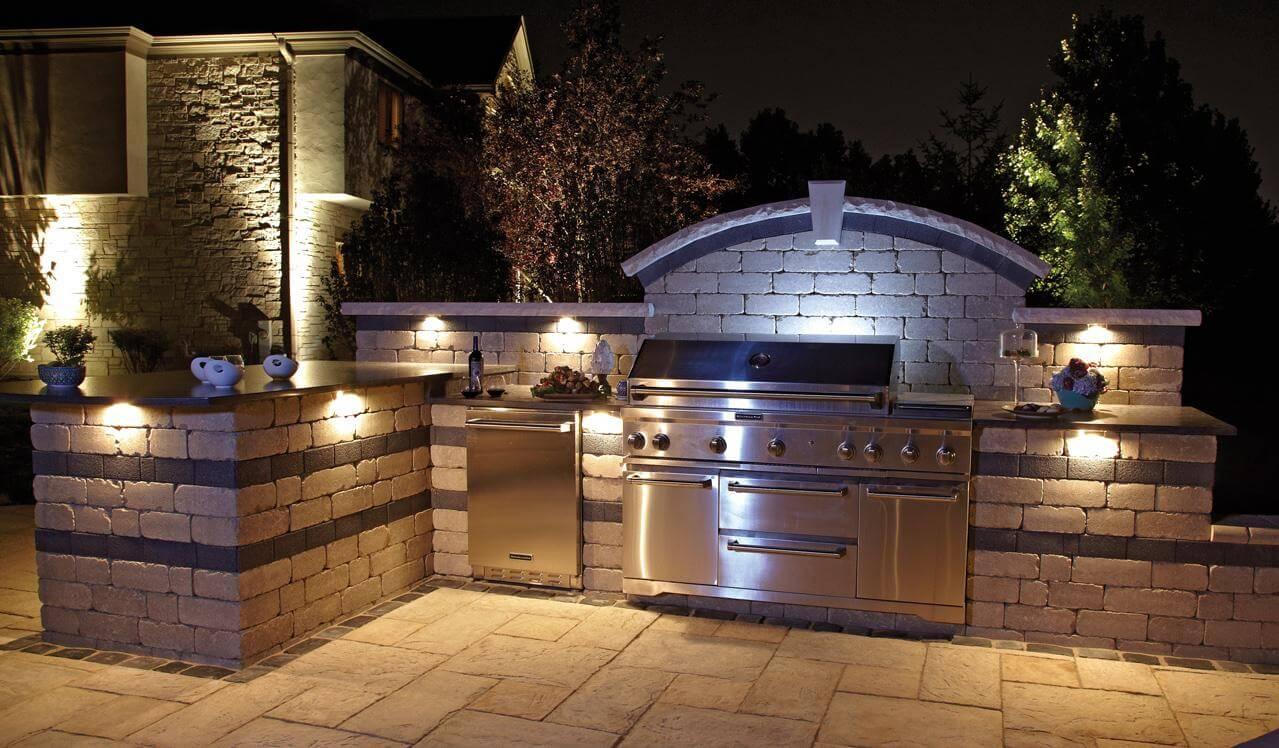Quiet kitchen island outdoors