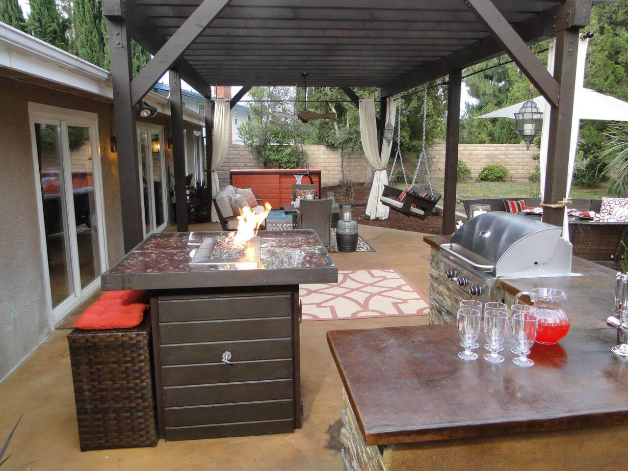 Relaxed kitchen island outdoors