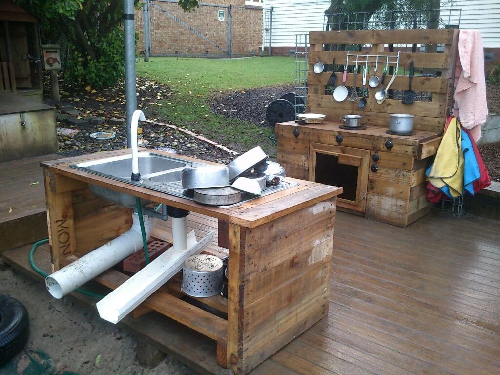 Advantageous outdoor kitchen island