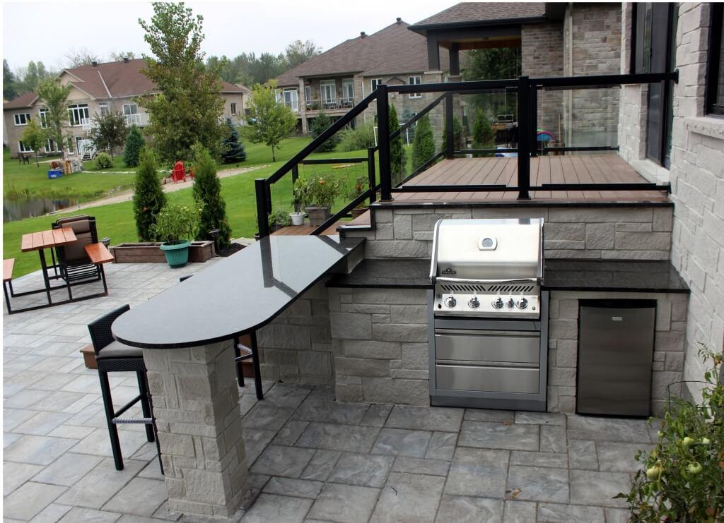 Minimalist kitchen island outdoors