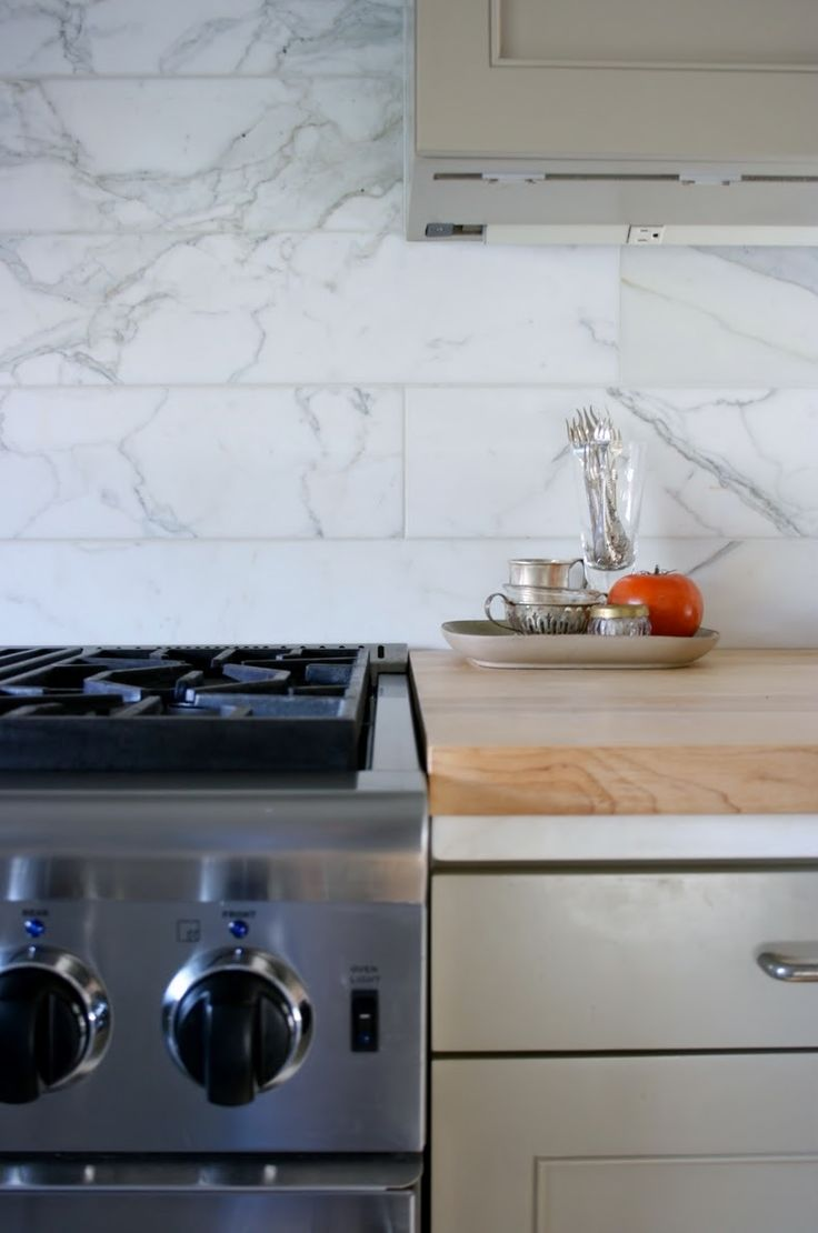 Subway style marble kitchen splashback