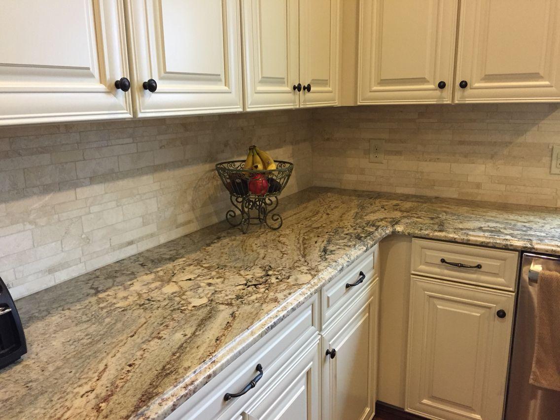 Modern, cream-colored kitchen splashback