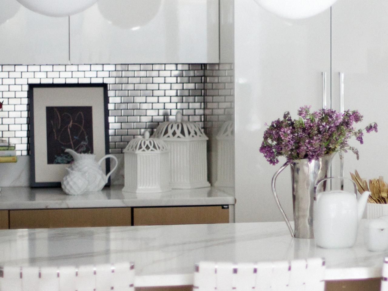 Adorable kitchen splashback made of stainless steel